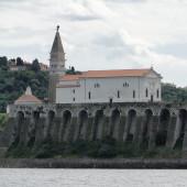 przepływamy wzdłuż murów obronnych słoweńskiego Piranu