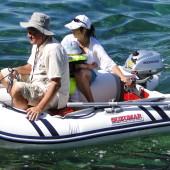 Dziadek Jurek i Staś z mamą - płyną pontonem do portu Piran