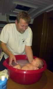 ...mała wanienka, kąpiel gotowa i jaka radocha!