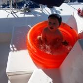 ... i bardzo lubił kąpać się podczas żeglugi