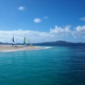 przy Palm Island można zakotwiczyć  bardzo blisko brzegu