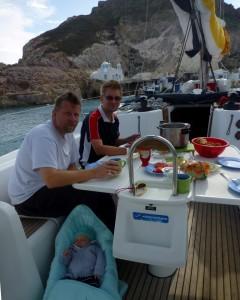 śniadanko w jednej z najpiękniejszych zatoczek na Cykladach: Phyropotamos Bay (Milos)