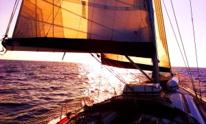 ...super żegluga po oceanicznej fali...