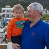Dziedek Jurek z wnuczkiem