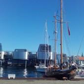 Stavanger i Muzeum Nafty w tle...