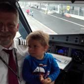 zanim zaokrętowaliśmy się na jacht- trzeba wspomnieć, iż lotem z Gdańska do Kristiansand dowodził sam tata Stasia, kpt. Krzysztof Rybicki