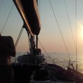 ...wpływamy do portu o zachodzie słońca...