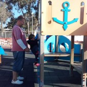 ...gdzie plac zabaw dla dzieci jest zaraz po wyjściu z porciku...