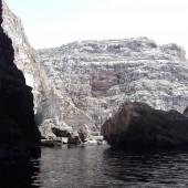 ...penetrujemy pontonem Blue Grotto (Malta)