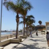 piękna, długa plaża tuża przy Marinie Ragusa (Sycylia)...