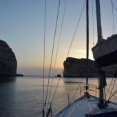 Stoimy juz przy grotach w Dwejra Bay (Gozo)