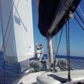 ...zwiedzam nasz jacht... jeszcze w nosidełku..