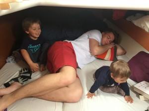 ..wujek Patyk udaje, że śpi :-)