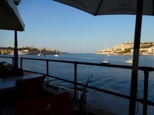 ...podopłynięciu do Mariny Msida - obowiązkowa kolacja w pobliskiej knajpce...