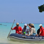 ... dopływaliśmy pontonem na cudne plaże...