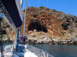 ... i ostatni nasz przystanek przed Kretą =>  Wyspa Theodorhy z ciekawymi wnękami...
