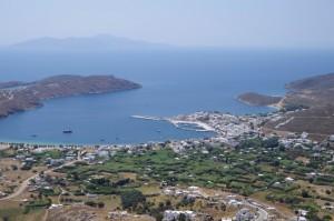 ...widok z góry na zat. w Livadion (Serifos)