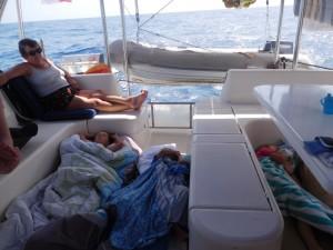 ... kochane dzieci... tak słodko spią...