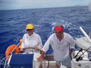 ..a potem popłynęliśmy na Bora Bora.. Ela steruje, Julek nadzoruje...