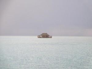 ..samotne domki na wodzie..