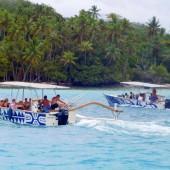 ..lokalne łodzie polinezyjskie..