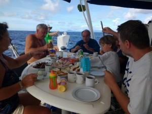 ..śniadanie zjedliśmy jeszcze na pełnym morzu...